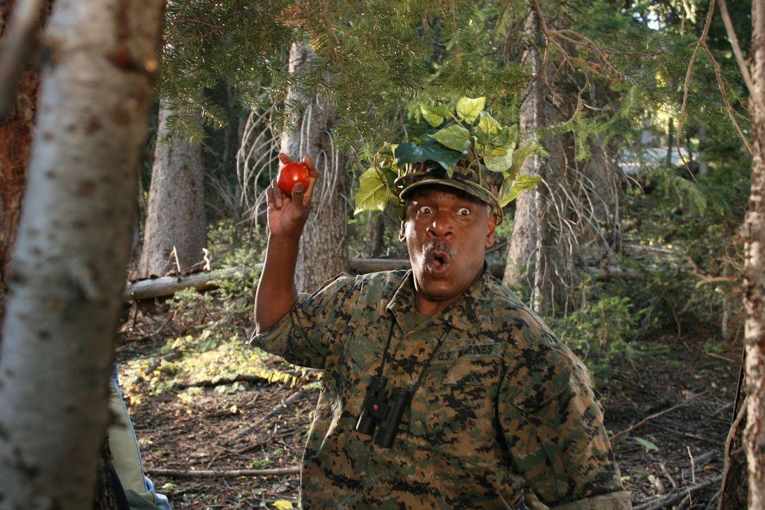 Erst als Charlies Vater Buck (Richard Gant) die Leitung übernimmt, kommt das Camp wieder auf Vordermann. Nicht nur die Kinder sind von dem Oberst an... - Bildquelle: Sony 2007 CPT Holdings, Inc.  All Rights Reserved.