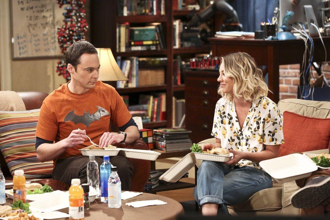 Penny (Kaley Cuoco, r.) lädt ihre Freunde zu einer Weinverkostung ein. Sheldon (Jim Parsons, l.) lehnt ab, weil er keinen Wein mag und Bernadette da... - Bildquelle: 2016 Warner Brothers