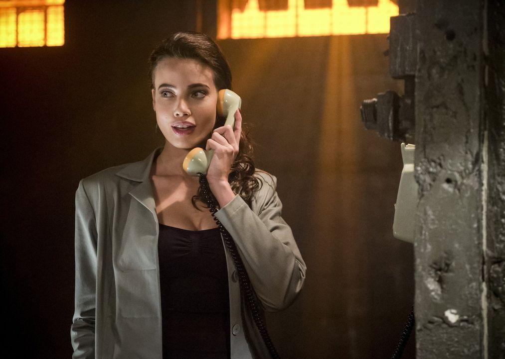 Valentina Vostok (Stephanie Corneliussen) gelingt es immer wieder, sogar Dr. Stein zu überraschen, doch auch Jax und Kandra haben noch ein Ass im Är... - Bildquelle: 2015 Warner Bros.