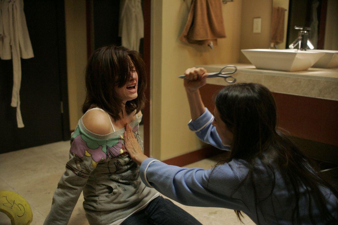 Die 17-Jährige Molly (Haley Bennett, l.) macht eine schwere Zeit durch, seit ihre Mutter (Marin Hinkle, r.) aus scheinbar heiterem Himmel versuchte...