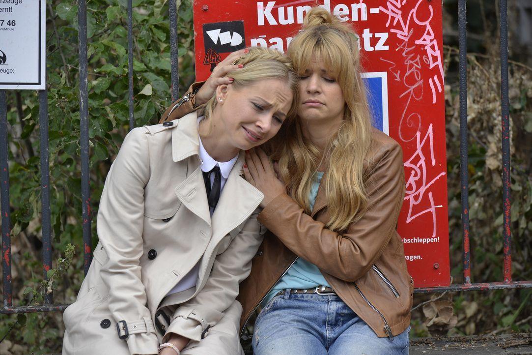 Kann Mila (Susan Sideropoulos, r.) die todtraurige Luisa (Jenny Bach, l.) trösten? - Bildquelle: Oliver Ziebe SAT.1
