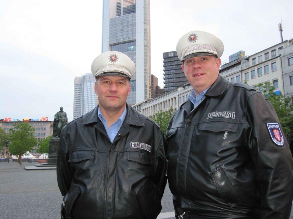 Im Bahnhofsviertel von Frankfurt sorgen die Polizisten Manuel Seyfried und Christian Pysch für Ordnung ... - Bildquelle: kabel eins