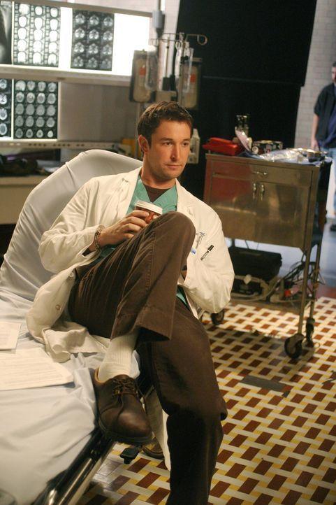 Während Carter (Noah Wyle) seine Nachtschicht beendet und nach Hause gehen darf, machen sich Luka und Susan an eine undankbare Aufgabe, mit der man... - Bildquelle: WARNER BROS