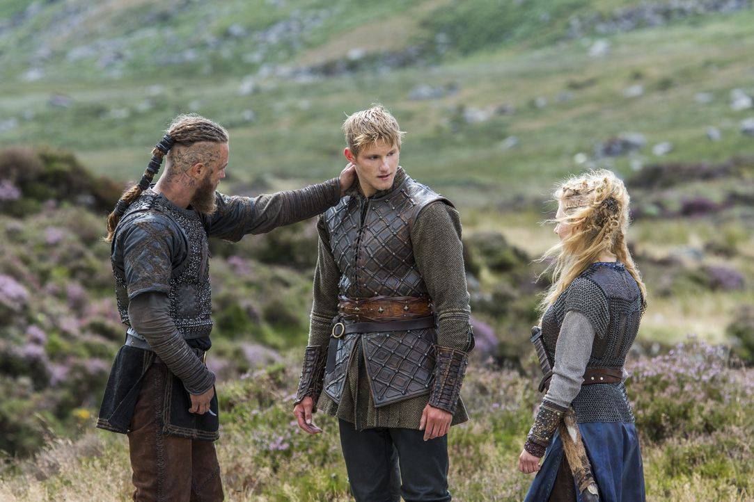 Wieder vereint: Ragnar (Travis Fimmel, l.) mit seinem Sohn Bjorn (Alexander Ludwig, M.) und seiner Exfrau Lagertha (Katheryn Winnick, r.) ... - Bildquelle: 2014 TM TELEVISION PRODUCTIONS LIMITED/T5 VIKINGS PRODUCTIONS INC. ALL RIGHTS RESERVED.