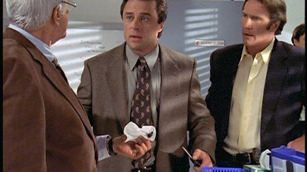 Mark (Dick Van Dyke, l.) und Steve (Barry Van Dyke, r.) wundern sich über Reg...