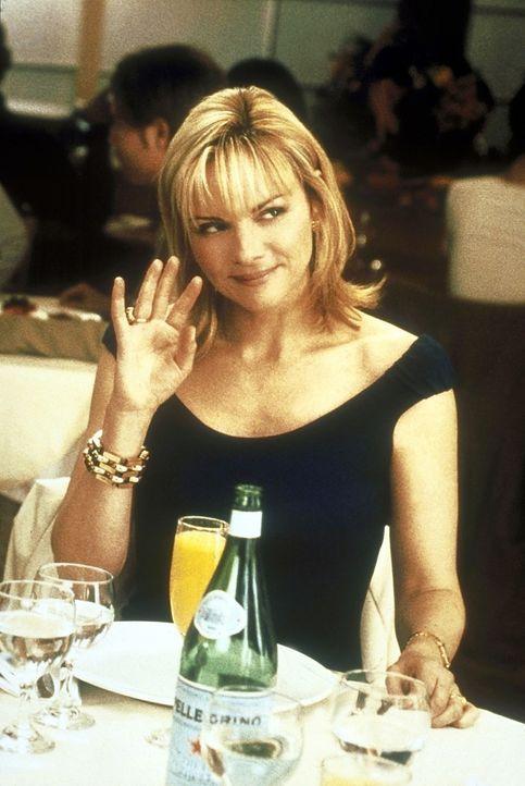 Typisch: Im Kreis ihrer Freunde flirtet Samantha (Kim Cattrall) mit den Nachbarn ... - Bildquelle: 2001 Paramount Pictures