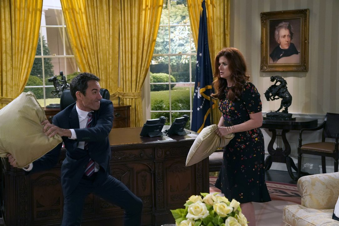 Als ihre politischen Überzeugungen auf eine harte Probe gestellt werden, geraten Will (Eric McCormack, l.) und Grace (Debra Messing, r.) ins Strauch... - Bildquelle: Chris Haston 2017 NBCUniversal Media, LLC
