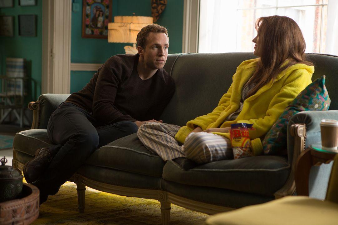 Obwohl Josh (Rafe Spall, l.) bald erkennt, dass seine Gefühle für seine Exfreundin Chloe (Anna Faris, r.) noch nicht erloschen sind, entscheidet er... - Bildquelle: Studiocanal GmbH