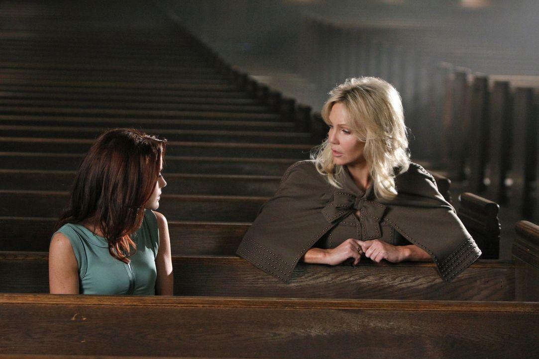 Normalerweise bekommt Amanda (Heather Locklear, r.) immer das, was sie will - doch gelingt ihr das auch bei Sydney (Laura Leighton, l.)? - Bildquelle: 2009 The CW Network, LLC. All rights reserved.