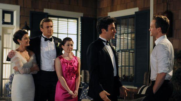 Ted (Josh Radnor, 2.v.r.) verabschiedet sich von seinen engsten Freunden Barn...