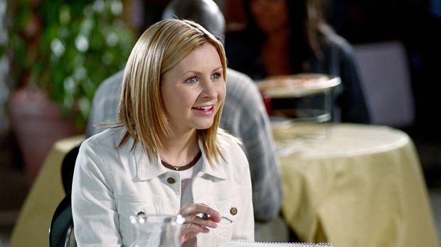 Lucy Camden (Beverly Mitchell) trifft auf eine alte College-Freundin, die dri...