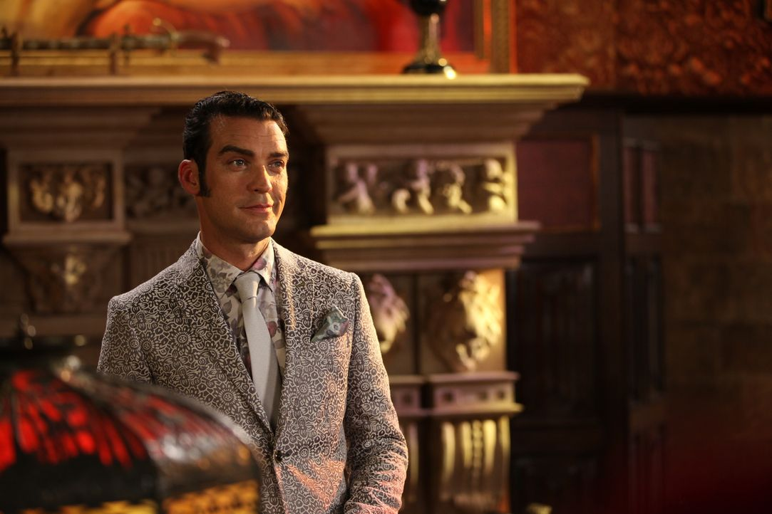 Acht Wochen nach dem Tod von König Simon präsentiert Cyrus (Jake Maskall) seine neu gestaltete Monarchie im Rahmen eines royalen Polospiels, während... - Bildquelle: 2015 E! Entertainment Media LLC/Lions Gate Television Inc.