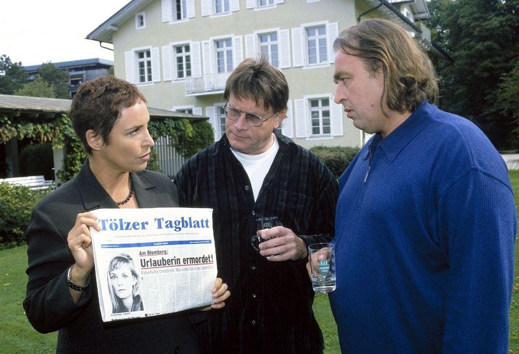 Sabrina (Katerina Jacob, l.) befragt Hans Frühwein (Mathias A. Freund, M.) und Herrmann Trost (Oliver Nägele, r.) zu der verstorbenen Irmgard Paal. - Bildquelle: Magdalena Mate Sat.1