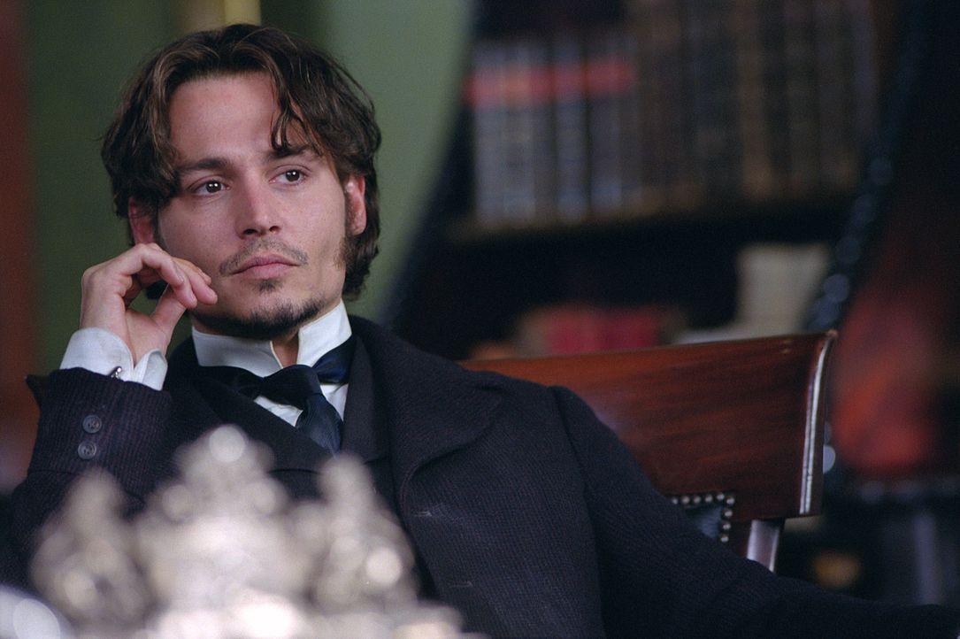 """Inspector Frederick Abberline (Johnny Depp) wird in seinen Ermittlungen gegen """"Jack the Ripper"""" von seinem Vorgesetzten, Sir Charles Warren, behinde... - Bildquelle: 2001 Twentieth Century Fox Film Corporation. All rights reserved."""
