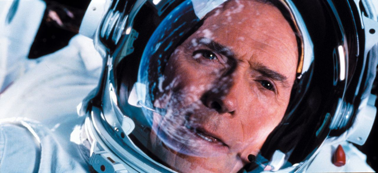Der Konstrukteur Frank Corvin (Clint Eastwood) wittert seine letzte Chance, für Reparationsarbeiten mit seinem ehemaligen Team in den Weltraum zu fl... - Bildquelle: Warner Bros. Pictures