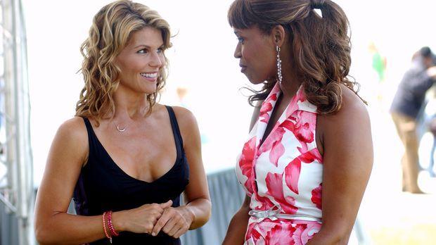 Ava (Lori Loughlin, l.) und Susannah (Merrin Dungey, r.) stehen mit ihrem ger...