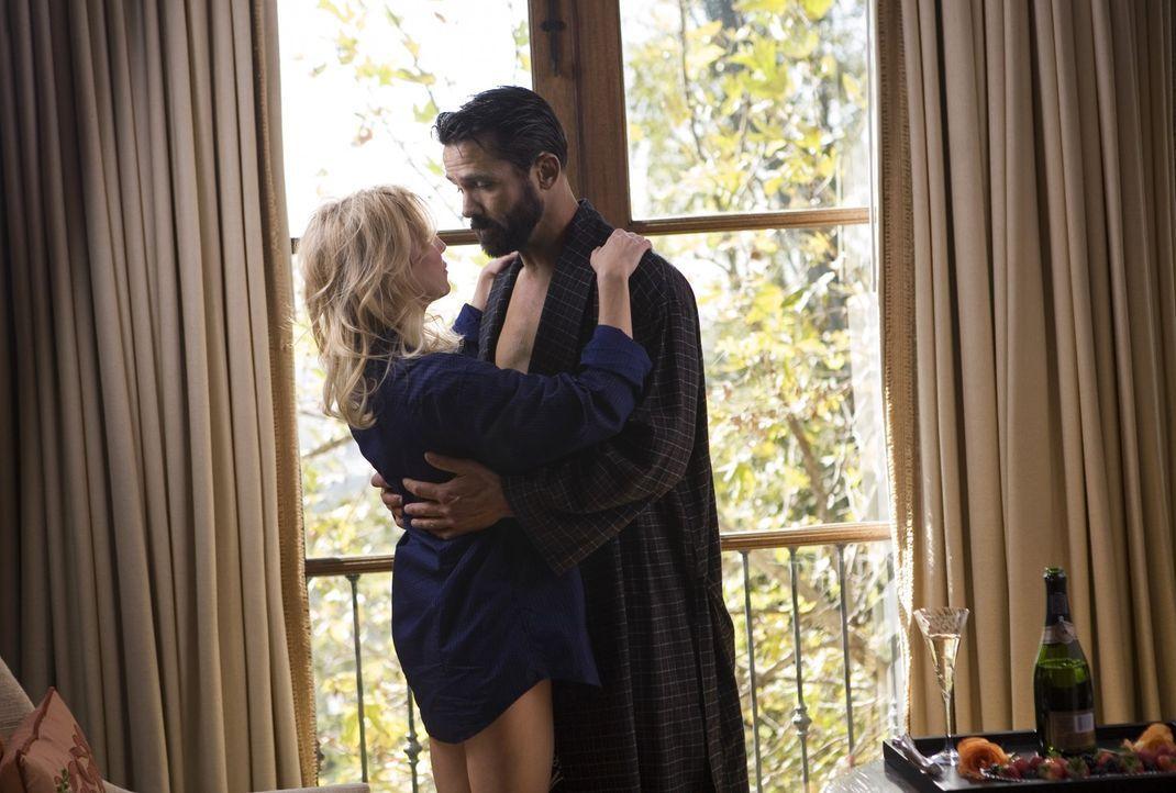 Was für eine Überraschung hat Ben (Billy Campbell, r.) für Amanda (Heather Locklear, l.) geplant? - Bildquelle: 2009 The CW Network, LLC. All rights reserved.
