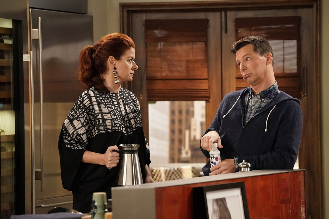 Grace (Debra Messing, l.) und Jack (Sean Hayes, r.) sind alles andere als begeistert, als Will wieder mit einem Ex-Freund anbandelt ... - Bildquelle: Chris Haston 2017 NBCUniversal Media, LLC