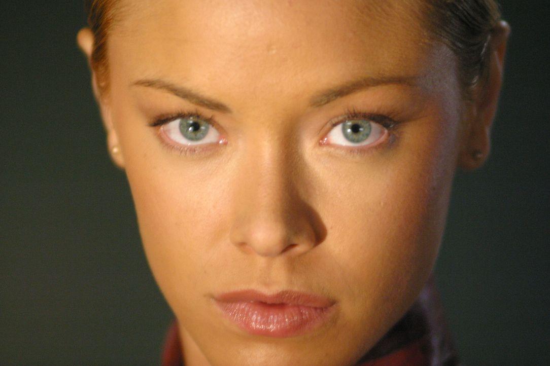 T-X (Kristanna Loken), eine Terminatrix, die nur darauf programmiert ist, den künftigen Rebellionsführer John Connor und seine Offiziere zu töten ..... - Bildquelle: 2004 Sony Pictures Television International. All Rights Reserved.