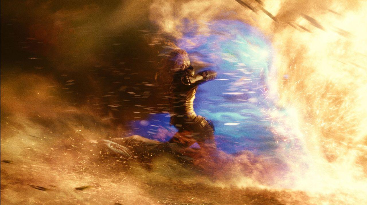Verfügt neben vielen anderen Superkräften auch über eine gewisse Hitzebeständigkeit: Nummer 6 (Teresa Palmer) ... - Bildquelle: DreamWorks II Distribution Co., LLC..  All rights reserved