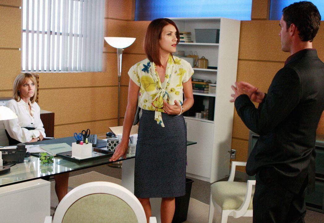Weil Addison (Kate Walsh, M.) eine Patientin nicht mit ungetesteten und nicht zugelassenen Substanzen behandeln will, geht diese zu Charlotte (KaDee... - Bildquelle: ABC Studios
