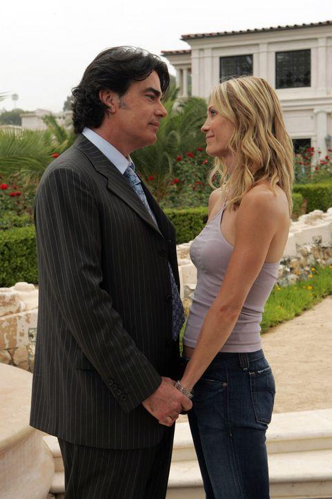 Sandy (Peter Gallagher, l.) ist froh, dass es Kirsten (Kelly Rowan, r.) wieder besser geht ... - Bildquelle: Warner Bros. Television