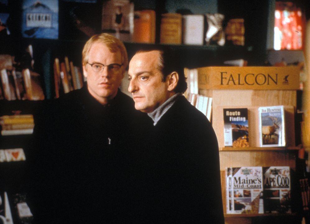 """Der Filmproduzent Marty Rossen (David Paymer, r.) reist in das Städtchen Waterford, um die Dreharbeiten zu dem Film """"Die alte Mühle"""" zu inspiziere... - Bildquelle: Warner Bros."""