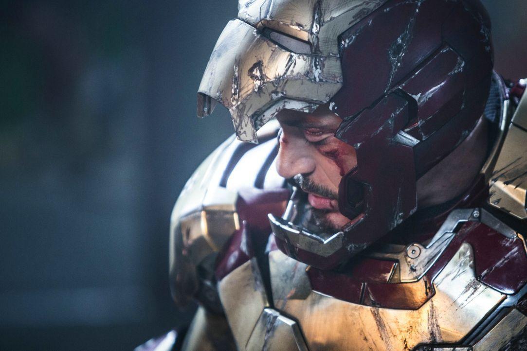 Nach der Alieninvasion in New York ist Tony (Robert Downey Jr.) sichtlich gezeichnet. Um sich sicher zu fühlen, baut er mehr und mehr Iron-Man-Anzüg... - Bildquelle: TM &   2013 Marvel & Subs. All Rights Reserved.