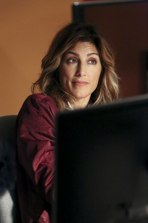 Wird sich Special Agent Quinn (Jennifer Esposito) mit den neuen ungewohnten Gepflogenheiten in Gibbs Team arrangieren können? - Bildquelle: Patrick McElhenney 2016 CBS Broadcasting, Inc. All Rights Reserved