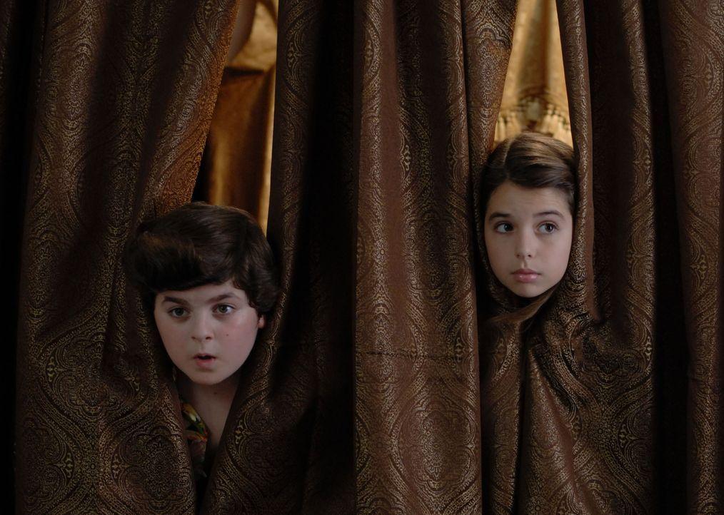 Wollen ihren Augen nicht trauen: Laura (Emma Lockhart, r.) und Ace Ventura Jr. (Josh Flitter, l.) ...