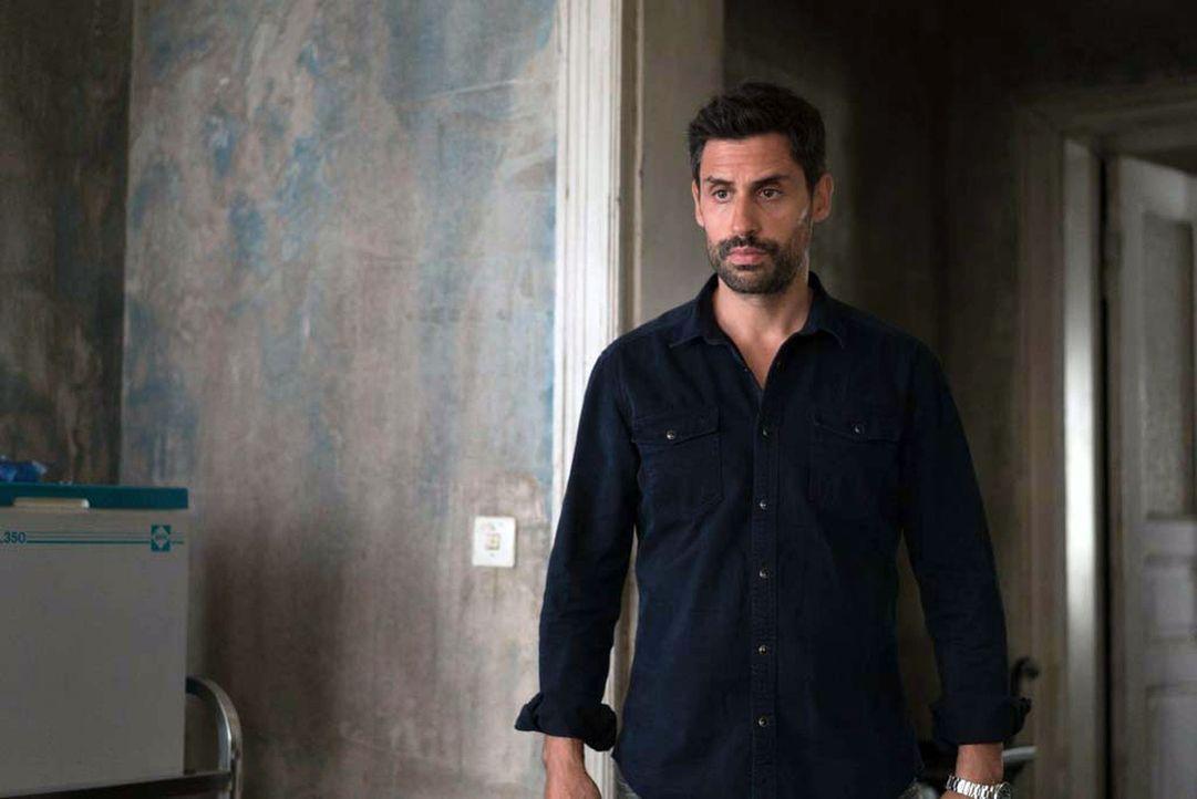 Quinn erhält Besuch von Bibi Hamed (René Ifrah), der ihm mitteilt, dass sie sich auf den Weg in den Osten machen wollen. Er bittet Quinn, sie zu beg... - Bildquelle: 2015 Showtime Networks, Inc., a CBS Company. All rights reserved.