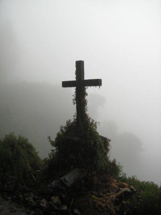 El Camino de la Muerte - die Straße des Todes. Sie gilt als die gefährlichste Straße der Welt. Die berühmt, berüchtigte Route liegt in Bolivien... - Bildquelle: kabel eins