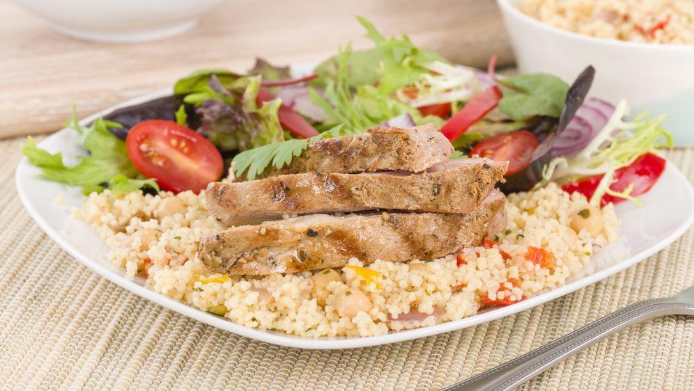 Hähnchenbrust mit Couscous-Salat à la Frank Rosin  - Bildquelle: paul_brighton - Fotolia