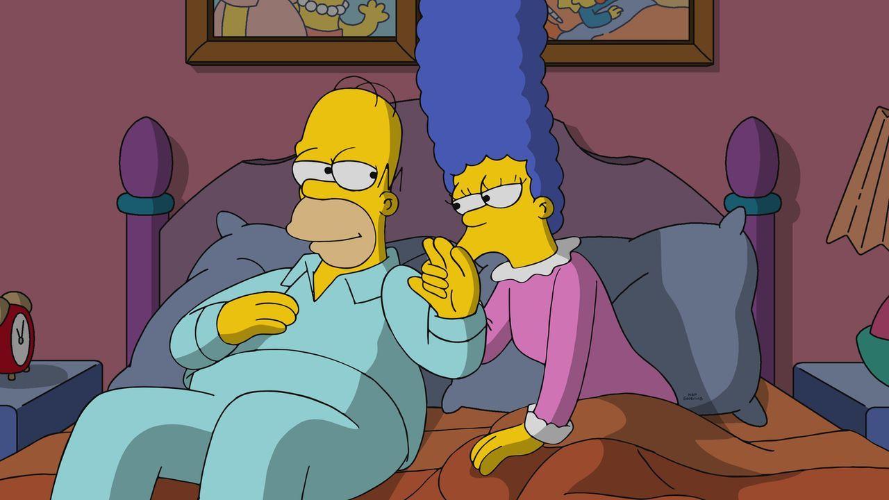 Marge (r.) liebt ihren Homer (l.), auch wenn er der dümmste und schlechteste Mensch in Springfield ist. Oder? - Bildquelle: 2017-2018 Fox and its related entities.  All rights reserved.