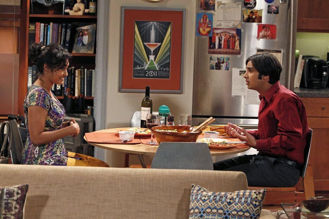 """Nach einem von seinen Eltern arrangierten Date mit Lakshimi (Chriselle Almeida, l.) glaubt Raj (Kunal Nayyar, r.), dass er die zukünftige """"Mrs. Koot... - Bildquelle: Warner Bros. Television"""