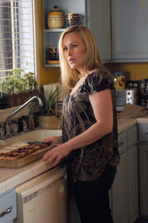 Nachdem Allison (Patricia Arquette) von einem Mann geträumt hat, der sie für die Reinkarnation des Teufels hält, geht es in Allisons Leben mal wiede... - Bildquelle: Paramount Network Television