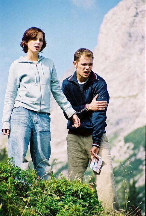 Im Wettlauf mit der Zeit: Toni (Marie Zielcke, l.) und Stefan (Antonio Wannek, r.) ... - Bildquelle: Bernhard Berger ProSieben