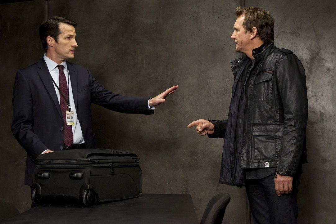 Haben sie etwas mit Prentiss Verschwinden zu tun? ND Agent (Alan Pietruszewski, l.) und Clyde Easter (Sebastian Rochè, r.) ... - Bildquelle: ABC Studios