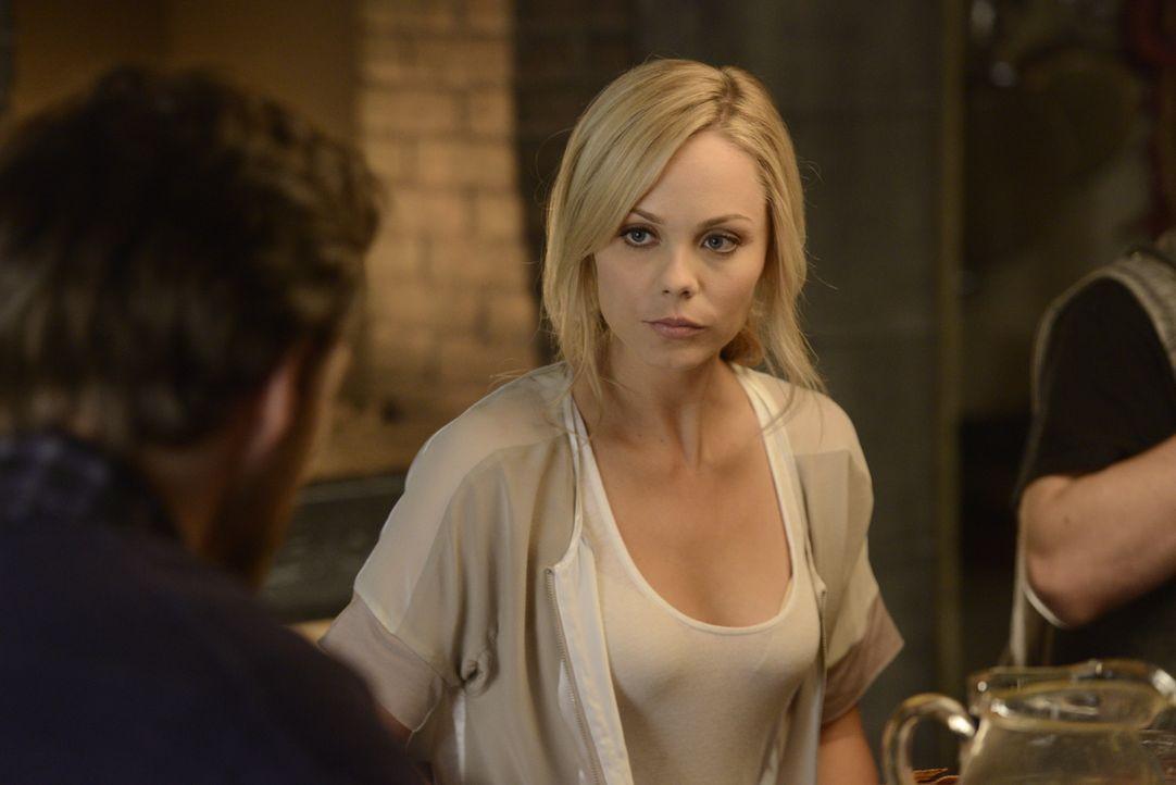 Die Spur des Wolfes führt Elena (Laura Vandervoort) zurück nach Toronto, doch der Mörder ist nicht mehr auffindbar ... - Bildquelle: 2014 She-Wolf Season 1 Productions Inc.