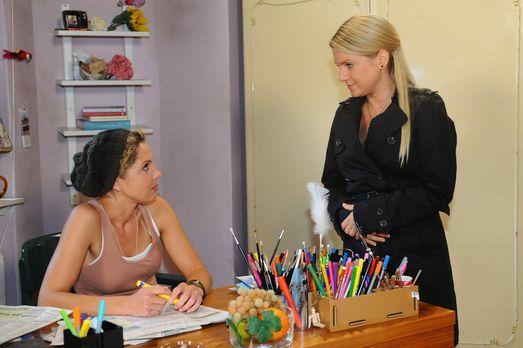 Anna (Jeanette Biedermann, r.) hat eine besondere Überraschung für Nina (Mari...