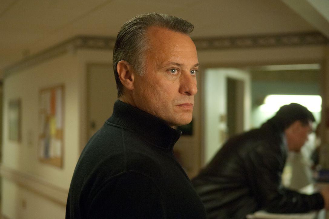 Den gefährlichen Waffenhändler Nikola Kozlow (Michael Nyqvist) bestiehlt man nicht, und wenn dies dennoch passiert, dann kann er auch 15 Jahre war... - Bildquelle: 2011, Vertigo Entertainment, Gotham Group, Tailor Made, Quick Six Entertainment, Lionsgate Films Inc.