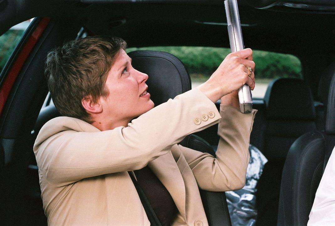 Verzweifelt versucht Kristina (Valerie Niehaus), der motorisierten Falle zu entkommen. Aber der Kidnapper hat für alle Eventualitäten vorgesorgt ... - Bildquelle: Thekla Ehling Prosieben