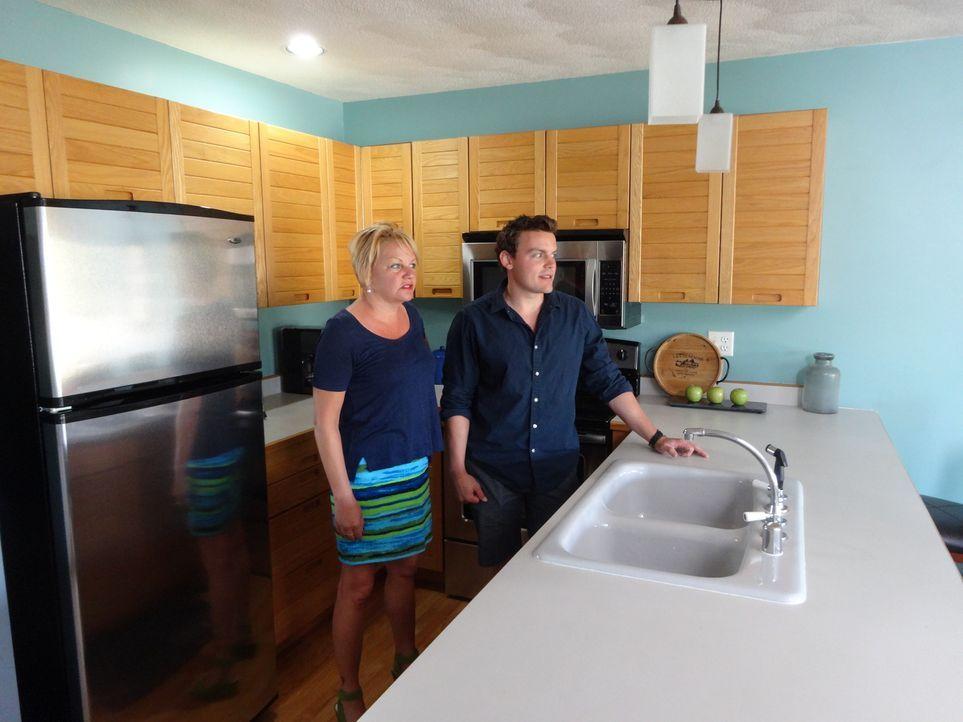Auf der Suche nach dem perfekten Familiendomizil am See: Lisa (l.) und ihr Sohn Andrew (r.) schauen sich um ... - Bildquelle: 2014, HGTV/Scripps Networks, LLC. All Rights Reserved.