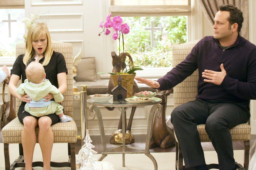 Für Kate (Reese Witherspoon, l.) und Brad (Vince Vaughn, r.) wird das bevorstehende Weihnachtsfest zum Alptraum ... - Bildquelle: Warner Bros. Television