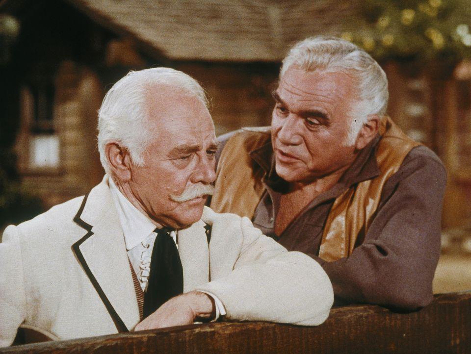 Der einst wohlhabende und jetzt verarmte Colonel Robert Fairchild (Charles Ruggles, l.) ist nicht bereit, mit einem Gaunertrick seinen alten Freund... - Bildquelle: Paramount Pictures