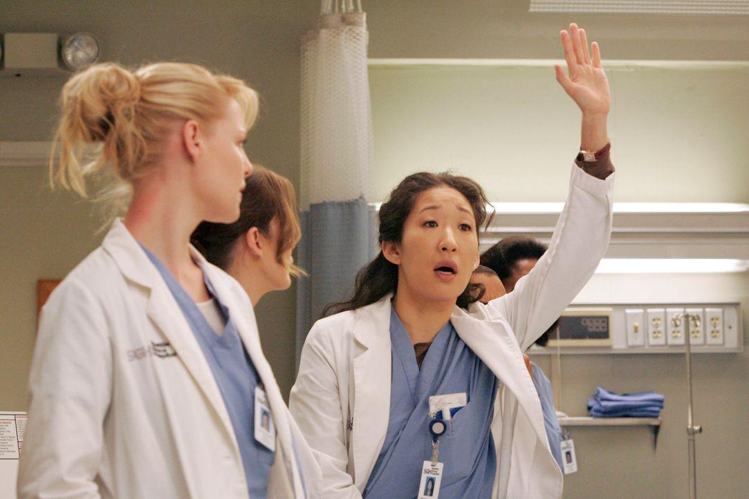 Wie immer, will Cristina (Sandra Oh, r.) sagen was sie weiß ... - Bildquelle: Touchstone Television