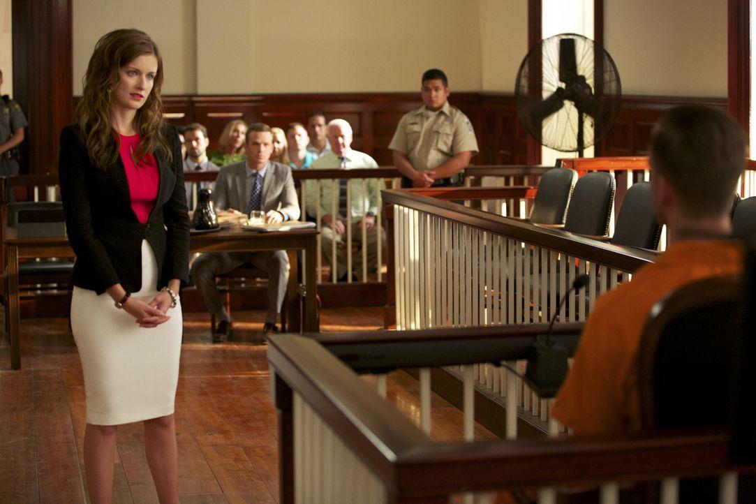 Während Jamie (Anna Wood, l.) und Roy (Cam Gigandet, r.) einen Unschuldigen vor dem Tode retten wollen, findet sich Knox in einem Dilemma wieder ... - Bildquelle: 2013 CBS BROADCASTING INC. ALL RIGHTS RESERVED.