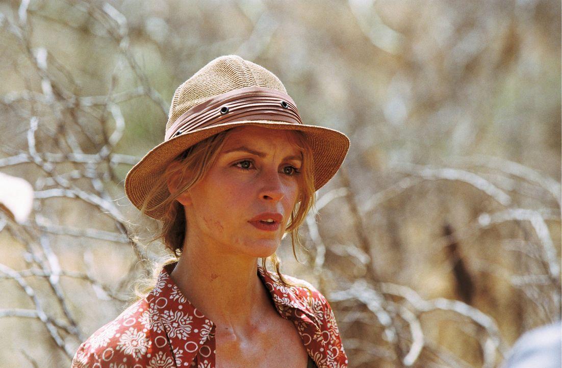 Carola (Nina Hoss) macht zusammen mit ihrem Freund eine Abenteuerreise durch Kenia. Gegen Ende ihres Aufenthalts, lernt sie einen echten Samburu-Kri... - Bildquelle: Constantin Film Produktion GmbH