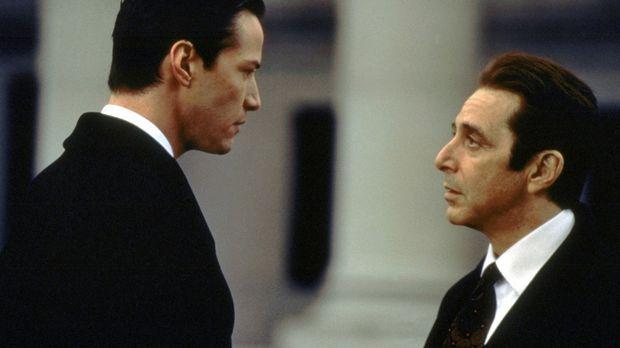 Ungerührt verlangt John Milton (Al Pacino, r.) von seinem neuen Schützling Ke...