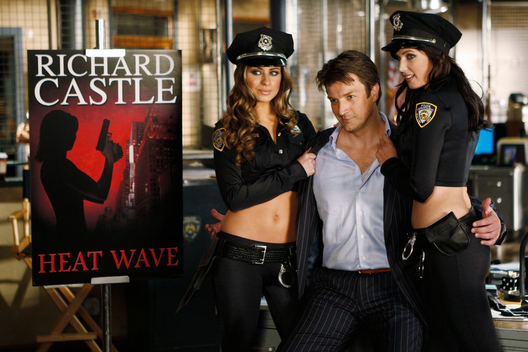 Der Schriftsteller Richard Castle (Nathan Fillion, M.) steht zu gerne im Mittelpunkt. - Bildquelle: ABC Studios